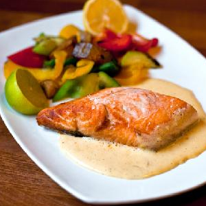 Fillet Of Salmon With Hollandaise Sauce